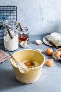 bowl azucar con virgen extra y huevos